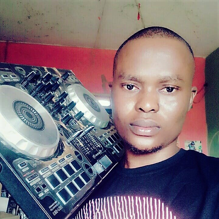 DJ SMILE NEW MIXTAPE – Night club mixtape 08136980516