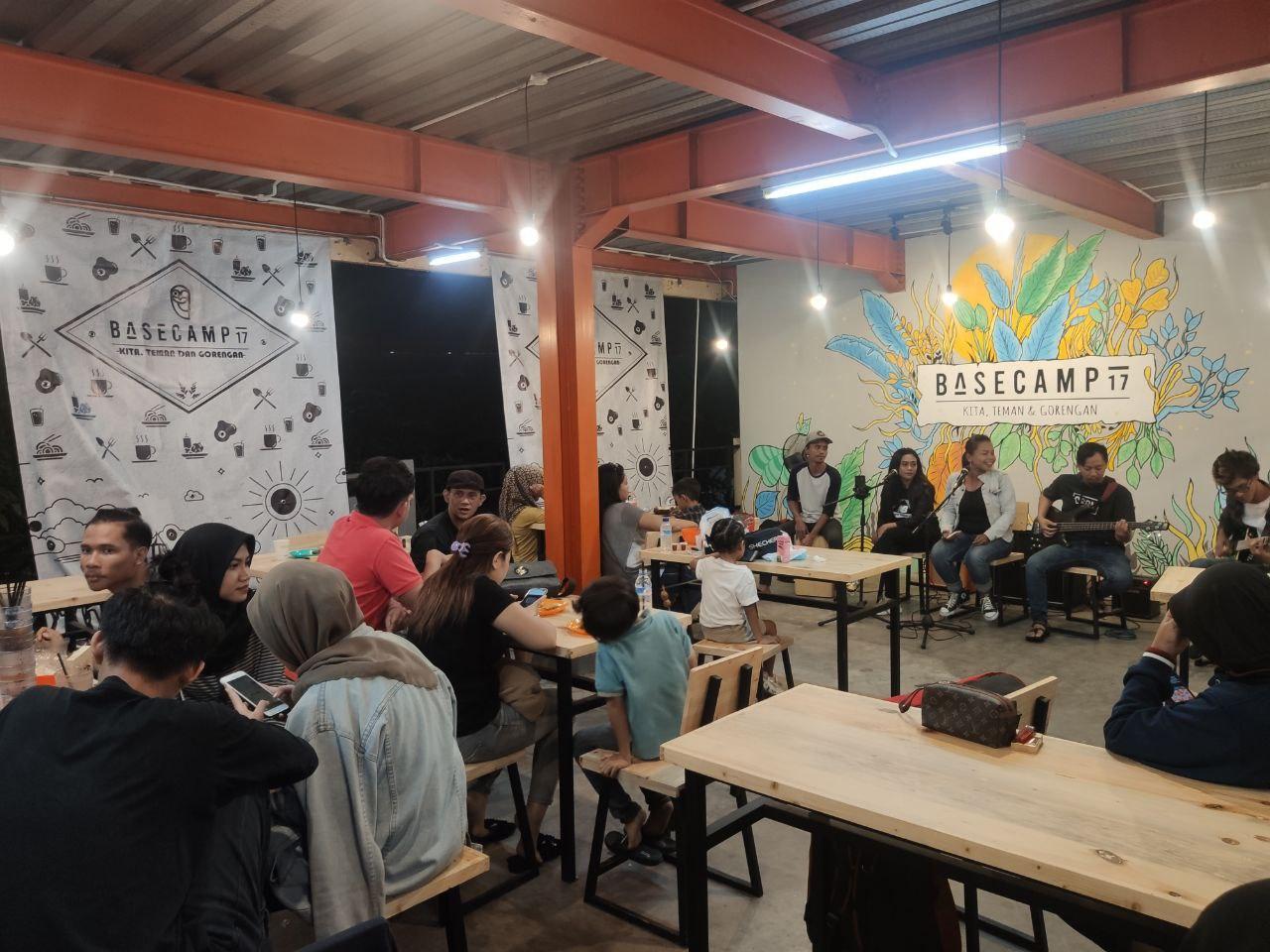 Acara grand opening Basecamp 17: Kafe Kekinian Harga Angkringan