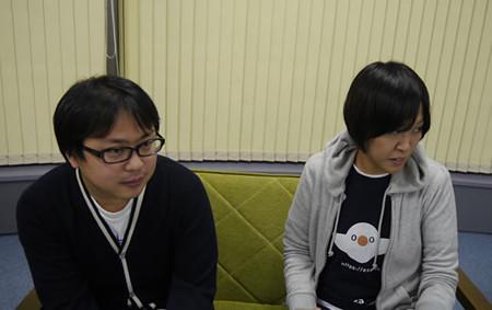 デザイナーの町田さんと赤塚さんが話を聞いている