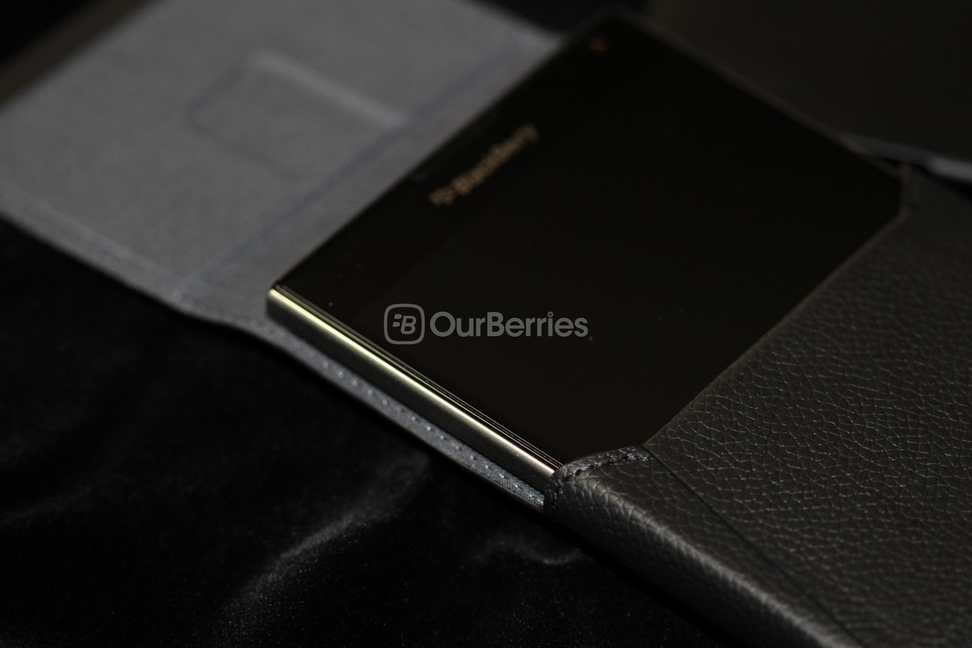 official blackberry passport leather swivel holster � hwzbb