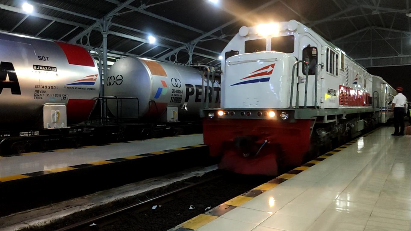Kereta Api Probowangi tiba di St. Sidoarjo